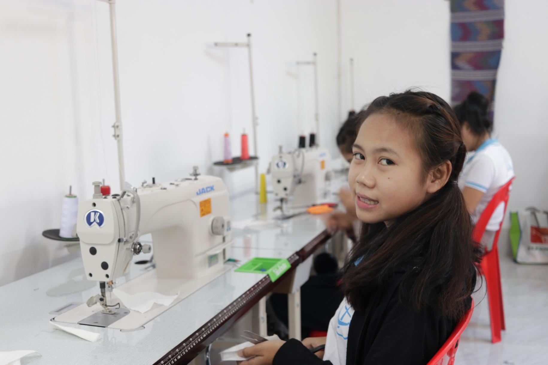 Une formation professionelle pour les jeunes femmes au Laos